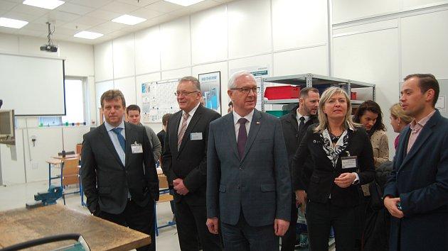 Jiří Drahoš navštívil pobočku firmy Gerresheimer.