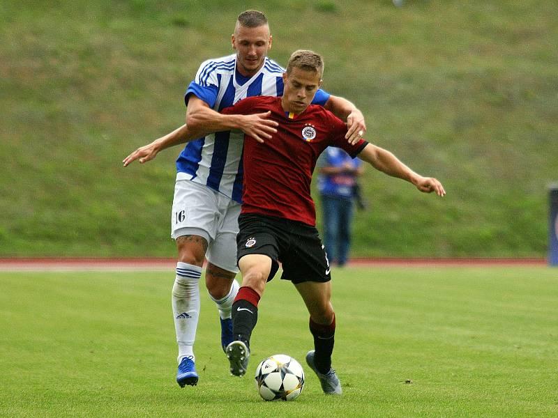 Fotbalisté Domažlic (na archivním snímku hráči v modrobílých dresech) prohráli na hřišti Benešova 3:5.