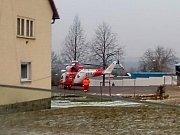 Záchranáři na místě sobotní nehody v Holýšově.