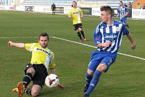 PROHRA NA ÚVOD. Fotbalisté Jiskry Domažlice neproměnili gólové šance a v Roudnici prohráli těsně 2:1.
