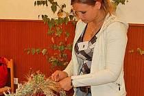 EVA KUMPOLTOVÁ z SOU, OU a U Toužim dostala od odborné poroty nejvíce hlasů, a zvítězila tak v kategorii jednotlivců. V kategorii družstev uspěli taktéž hosté z Toužimi