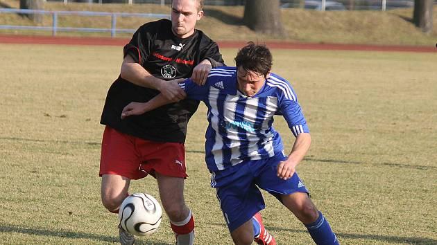 Na snímku z utkání se Sokolem Černice domažlický Jan Havlíček.