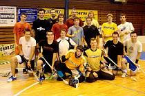 Hráči FbC Štíři České Budějovice zavítali do domažlické sportovní haly, aby se tam týden pečlivě připravovali na rychle se blížíci novou sezonu, ve které si premiérově zahrají I. ligu, druhou nejvyšší českou florbalovou soutěž.