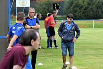 Trenér Staňkova Milan Kucharič (vzadu v brýlích).