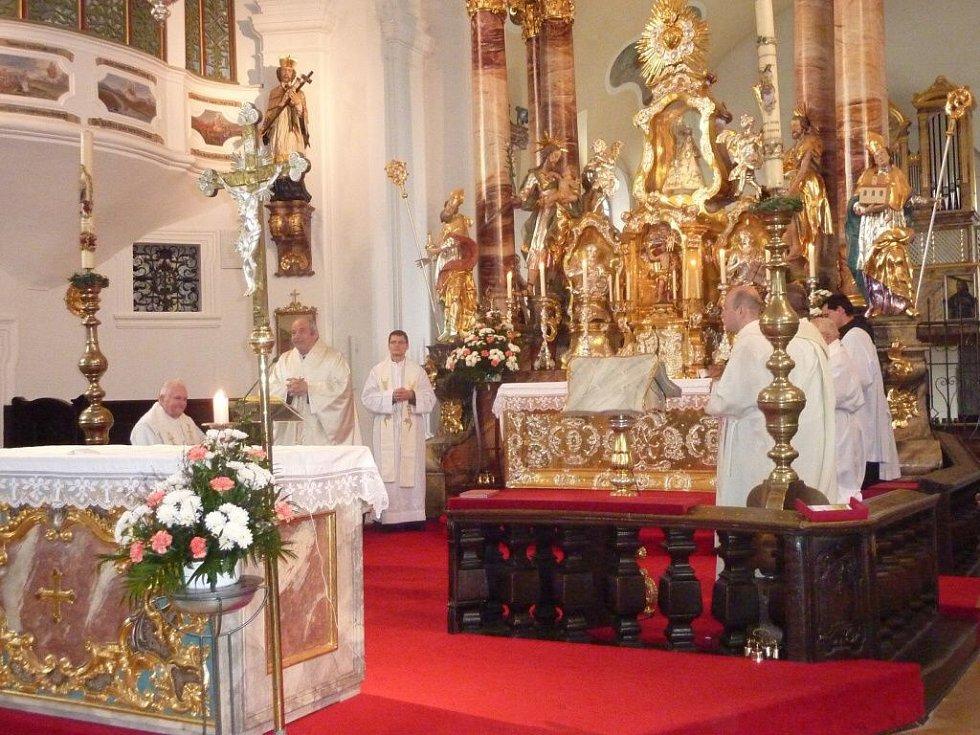 Poutní mše v Nových Kostelech.