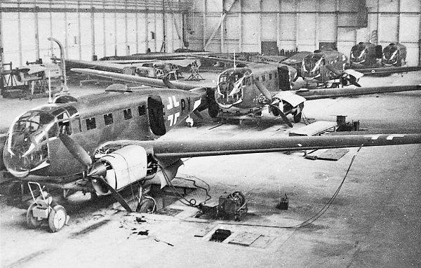 Finální montáž letadel Siebel Si 204D vpražském Aeru, stroj VE+PX vpopředí nesl výrobní číslo 251203.Podobně oněkolik měsíců později vznikal istroj TN+SE výr. č. 321211,  dnes nezvěstný vokolí Poběžovic.