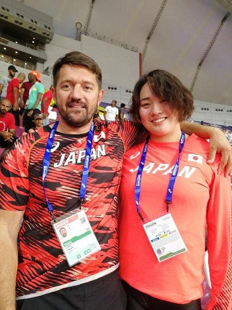 Tahle sestava má drajv! Po ne zcela vydařeném závodě na světovém atletickém šampionátu vkatarském Dauhá se fungující dvojice český trenér a japonská závodnice dočkala. Haruka Kitaguchi na svých posledních závodech sezony totiž vylepšila japonský národní