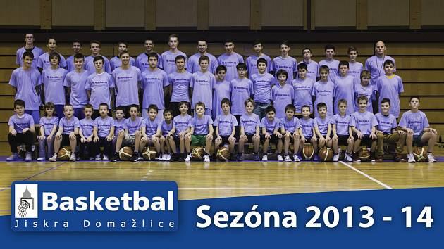 Basketbalový oddíl domažlické Jiskry má okolo tří set členů. Drtivou většinu tvoří mládež. Na snímku jsou hráči U 11, U 13, U 14 – U 15, U17 a U 18 – U 19, kterým se věnují trenéři Vítězslav Pohanka, Jan Chvátal, Michal Vaněk a Erik Eisman.