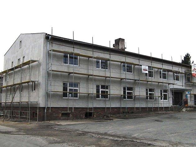 Kulturní dům v Chodově bude mít na střeše elektrárnu.