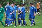 Slovan Kvíčovice (v modrém) - Sokol Srby (v červeném) 6:0 (4:0).