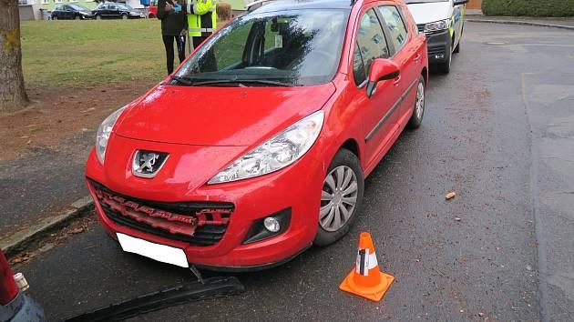 Sedmačtyřicetiletá řidička osobního automobilu Peugeot 207 bourala na parkovišti v Domažlicích.