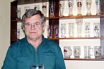 Josefa Šímu přivedlo ke sbírání pivních půllitrů zavření domažlického pivovaru.