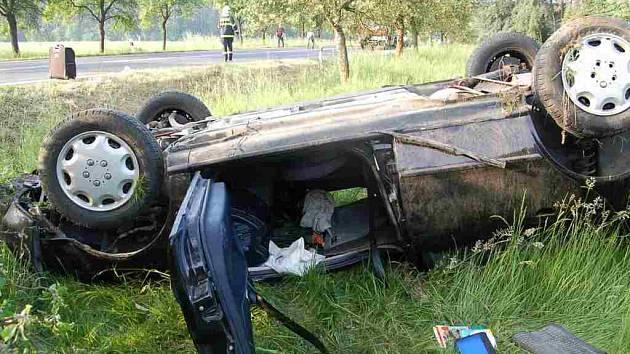 Srnka způsobila těžkou dopravní nehodu mezi Draženovem a Březím.
