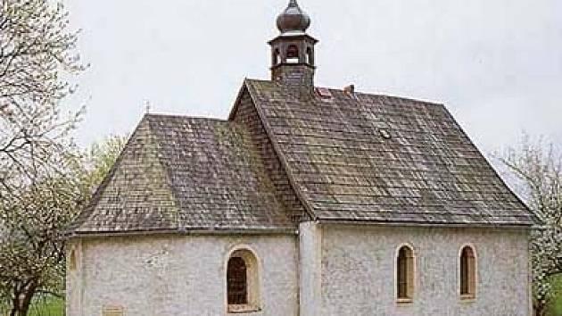 kaple sv. Václava v Brrůdku. Návštěvníci ji dlouho znali v této podobě, než se jí ujalo Občanské sdružení Brůdek.