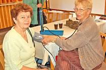 Den pro zdraví si nenechaly ujít ani pracovnice červeného kříže, které nabízely měření tlaku.