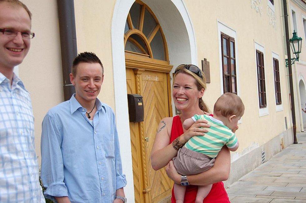 Výstavu kostýmů ze seriálu o Arabele oživil jeho režisér Václav Vorlíček a herci Jana Nagyová (Arabela) a Ondřej Kepka (Honzík - dnes režisér).