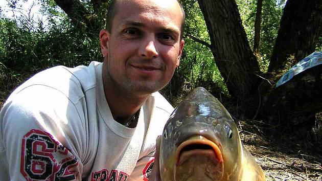 NÁDHERNÉ ÚLOVKY. Čtyřiadvacetihodinový pobyt u vody přinesl rybářům nejen relaxaci, ale Zdeňkovi Kaufnerovi z Horšovského Týna takovýto úlovek.