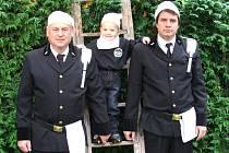 Václav Suchý mladší z Tlumačova na společné fotografii se svým otcem Václavem a se svým malým synkem, rovněž Václavem.