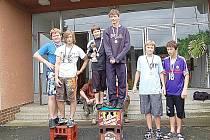 Milaveckej triatlon 2009 vyhrála dvojice Čmeldovo koně (uprostřed) před týmem Zelená je tráva a Bráníky.