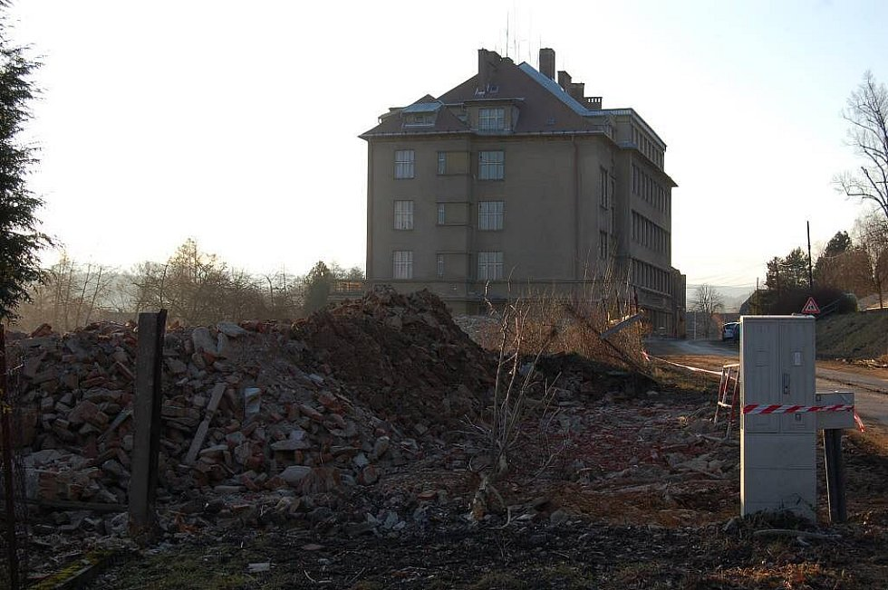 Demoliční práce v objektu bývalých poběžovických kasáren.