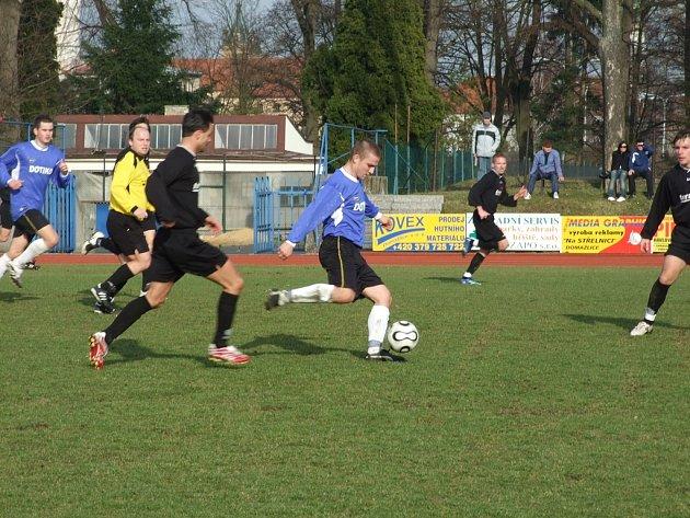 První divizní zápas skončil remízou.