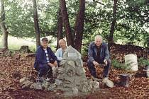 Rudolf Koutník  s Václavem Černým a Karlem Šupem postavili v roce 2002 na místě katastrofy pomníček.
