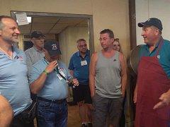 Při návštěvě v Two Rivers a okolí zašli Domažličtí i do řeznictví s českými dobrotami.
