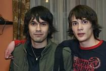 ANDY BUDKA (vlevo) a Johnny Jiroušek zvou na čaj.
