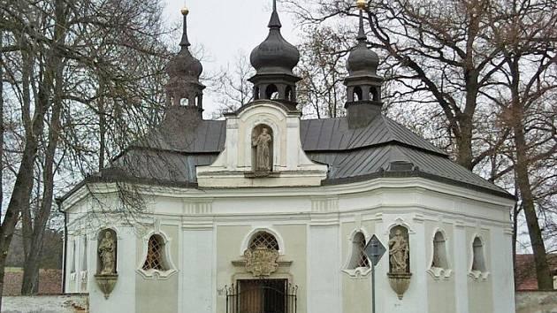 Zámecká kaple v Chotiměři.