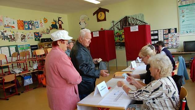 2c4cf579808 Dříve narození lidé se dnes u volebních uren ukazovali častěji. ...