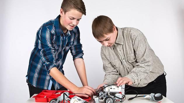 Staňkovská škola dostala robotickou stavebnici.