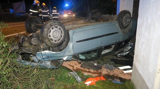 Nehoda osobního auta v Semošicích.