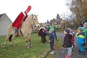 Svatý Martin přijel za dětmi do domažlických školek
