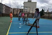 Na hřišti se mohli účastníci zapojit do programu zaměřeného na zrakové postižení.