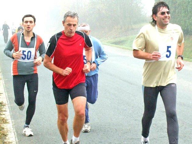 TO JE ALE KOPEC! Na snímku Václav Dufek a Roman Psůtka při posledním závodě sezony 2008, běhu na Koráb.