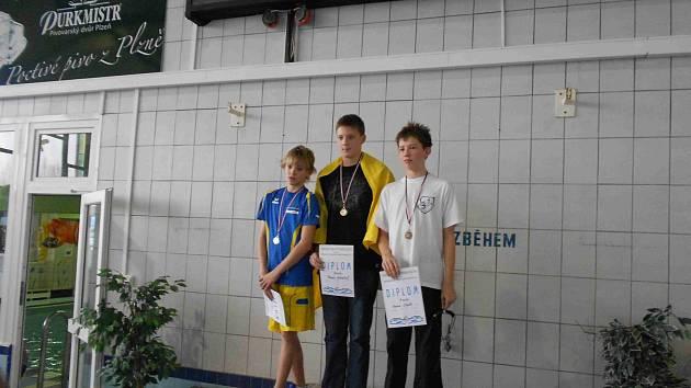 Domažlický plavec Martin Císler vystoupil při kvalifikačních závodech v Plzni na stupínky vítězů mnohokrát.