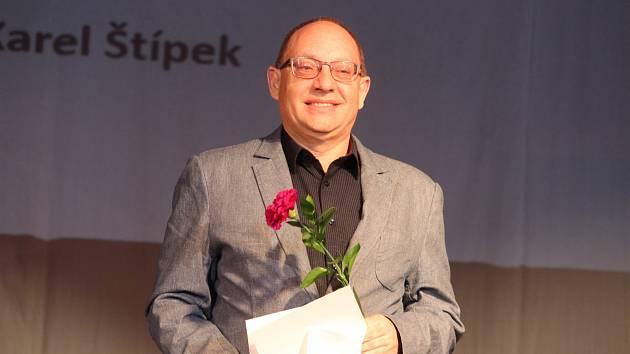 Tomáš Budka starší jako zástupce BK Jiskra Domažlice při vyhlášení nejúspěšnějších sportovních kolektivů okresu Domažlice za rok 2018.