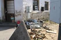 Pohled na příbytek romů v Bělé nad Radbuzou.