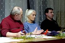 Z JEDNÁNÍ O PŘÍSPĚVKU PRO VRMKO. Svůj postoj vysvětlil Jiřímu Anderlemu (vpravo) jeho kolega zastupitel Zdeněk Mareš (vlevo), posléze reagovala i Jarmila Kulíková.