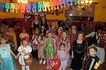 Z karnevalu pro děti v Otově.