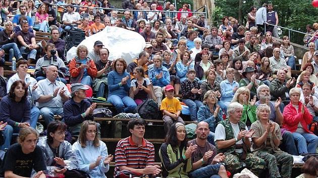 Stovky diváků si nenechaly ujít Rýzmberský hradní guláš.