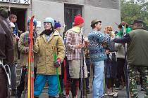 Účastníci lyžařského závodu v roce 2005.
