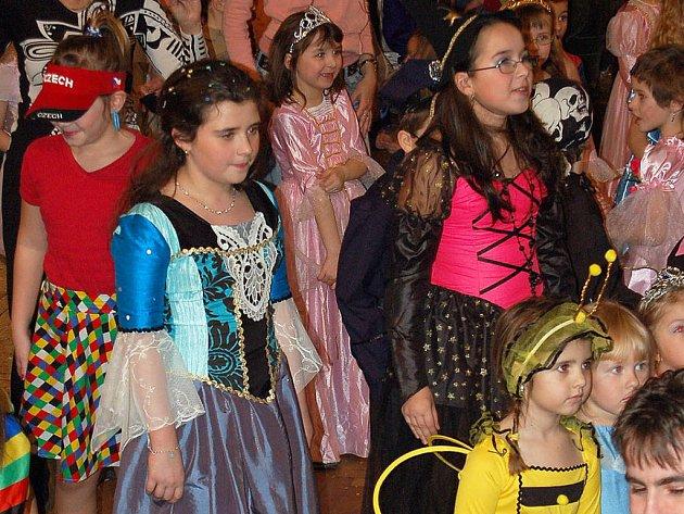 V sále domažlického kulturního střediska se sešly více než čtyři stovky dětských masek.