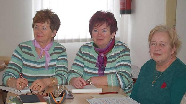 Jarní semestr Virtuální výuky Univerzity třetího věku byl ve středu  zahájen ve Kdyni. Mezi dvanácti účastniky jsou i (zleva) Marie Benešová, Jaroslava Holanová a Jiřina Herlíková.