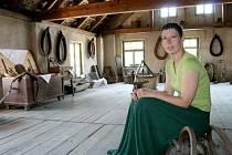 Blanka Schröpferová v mířkovském Muzeu venkovských řemesel.