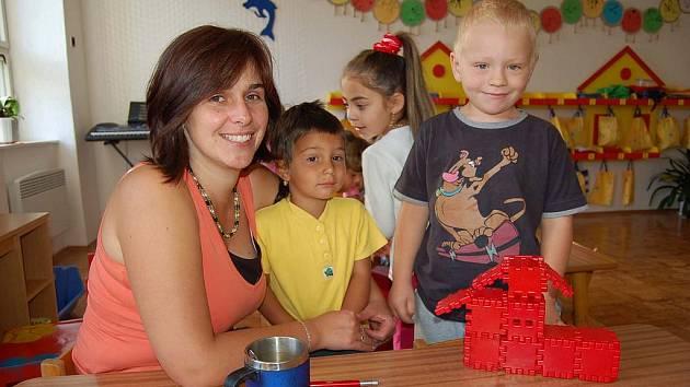 """První den v """"náhradní"""" školce v Mnichově strávily děti z Poběžovic a okolí."""