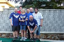 Obhájce titulu v Kdyňské bowlingové lize Mix Team: (zleva) Jan Tochor, Jiří Tomajer, Zdeňka Hájková, Radek Hájek, Jan Bürger, Pavel Pučelík a dole Oldřich Navrátil.