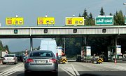 Řada našinců míří na dovolenou do Chorvatska. Upozornění na nutnost mít dálniční známku jsou někde více, jinde méně viditelná.