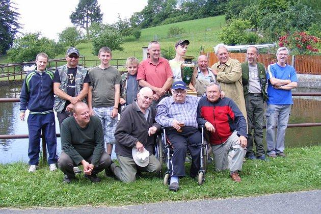 Pouťový rybářský víkend v Oprechticích.