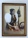 Hančí Kozinová na dalším rodinném portrétu. Nutno uznat, že byla opravdu krásná žena, a do vínku jí byla dána i moudrost.